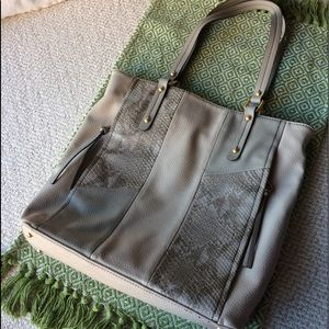STYLISH PEBBLED FAUX LEATHER GRAY TOTE NWOT, Relic